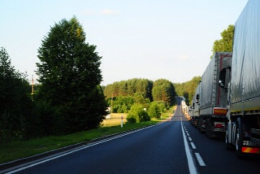 1.1372464000.the-6km-queue-to-the-belarus-border