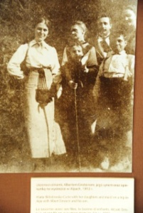 1.1373068800.marie-curie-and-daughters-with-a-young-einstei