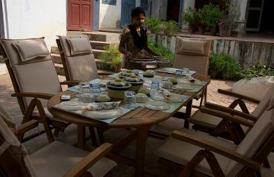10.1415539817.courtyard-lunch