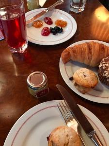 16.1491672568.breakfast-at-the-cub-room