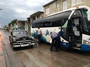 17.1494028800.bus-repair-on-a-holguin-street