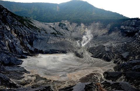 2.1380974091.the-ratu-crater